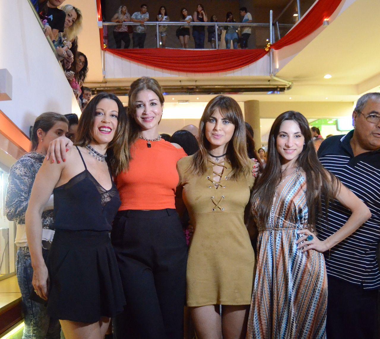 Después de que Fátima Flórez regale dinero en escena, Algunas mujeres a las que le cagué la vida reparte alfajores