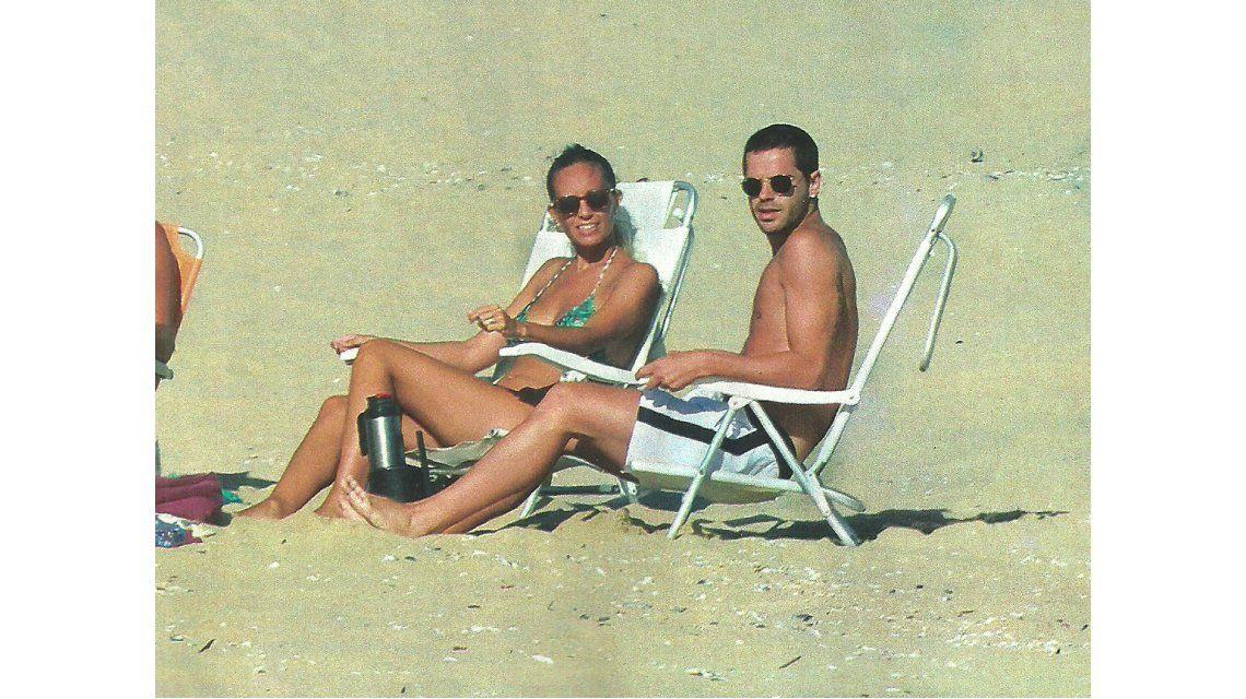 Fernando Gago y Gisela Dulko, rockeros en Punta del Este: mimos, descanso en la playa ¡y lomazos al sol!