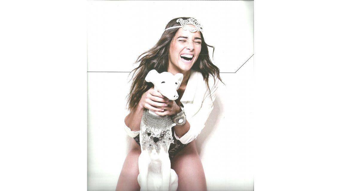 Juana Viale, desatada: la producción de fotos más divertida y un astuto cuestionario