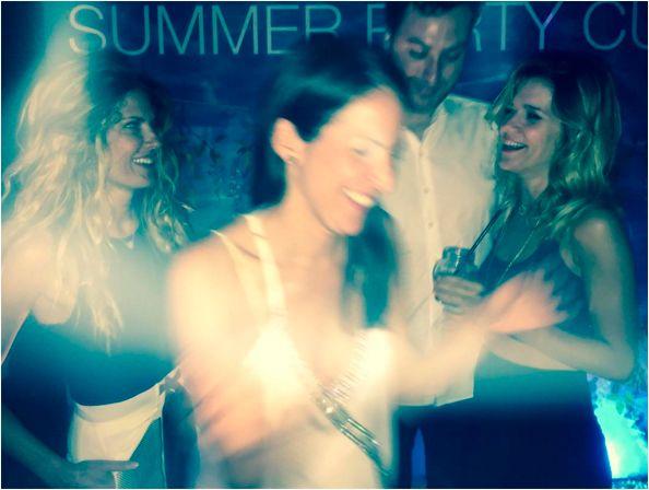 La fiesta alocada de Isabel Macedo con amigas y Riquelme de invitado