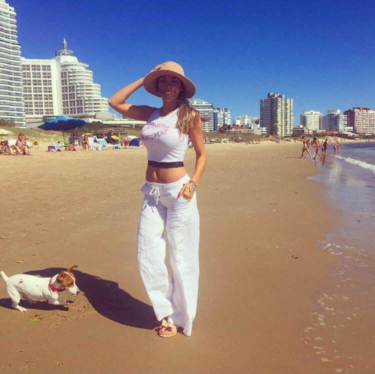 Coki Ramírez y Floppy Tesouro, muy sensuales en la playa antes de empezar la temporada