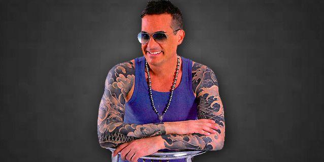 Así está Hernán Caire hoy: brazos completamente tatuados y radical corte de pelo