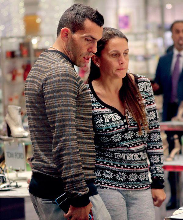 Las millonarias vacaciones de Carlos Tevez y su mujer en Miami: compras en Bal Harbour y paseos en la playa