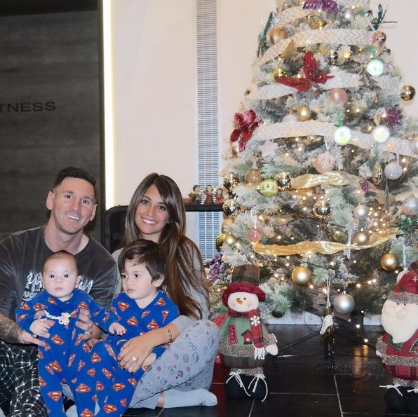 Lionel Messi presentó a Mateo con una tierna foto familiar: Esperando a Papá Noel