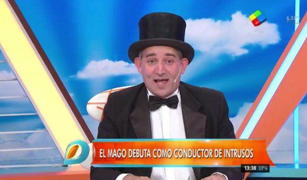 Feliz con el triunfo de Mauricio Macri, el Mago sin dientes hizo su debut como conductor de Intrusos