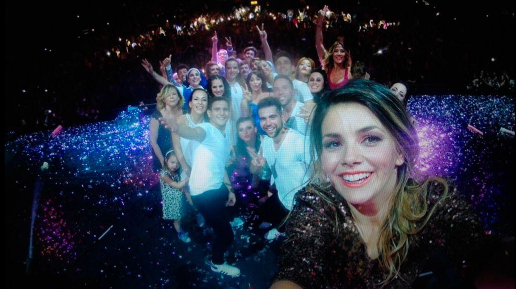 La mega selfie del elenco de Esperanza Mía en su función final en el Luna Park