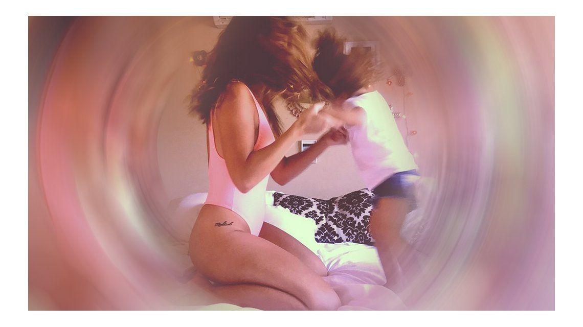 Mamita sexy: la foto de la China Suárez jugando con su hija Rufina en la cama