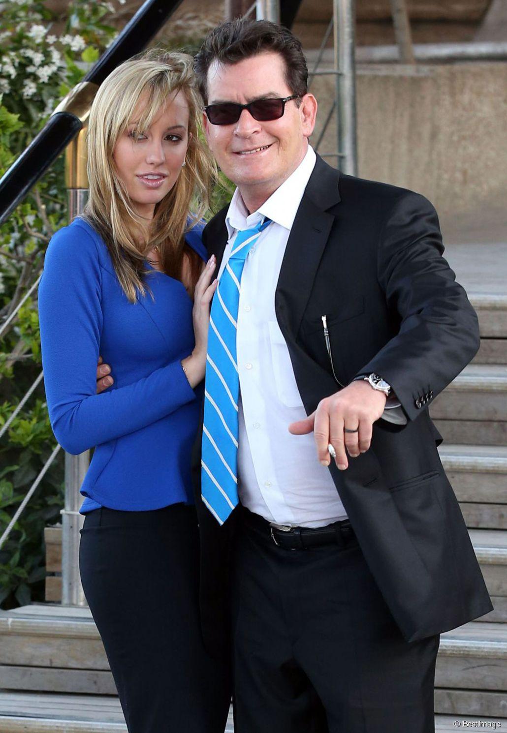 Brett Rossi, ex novia de Charlie Sheen, lo acusa de haberla obligado a abortar