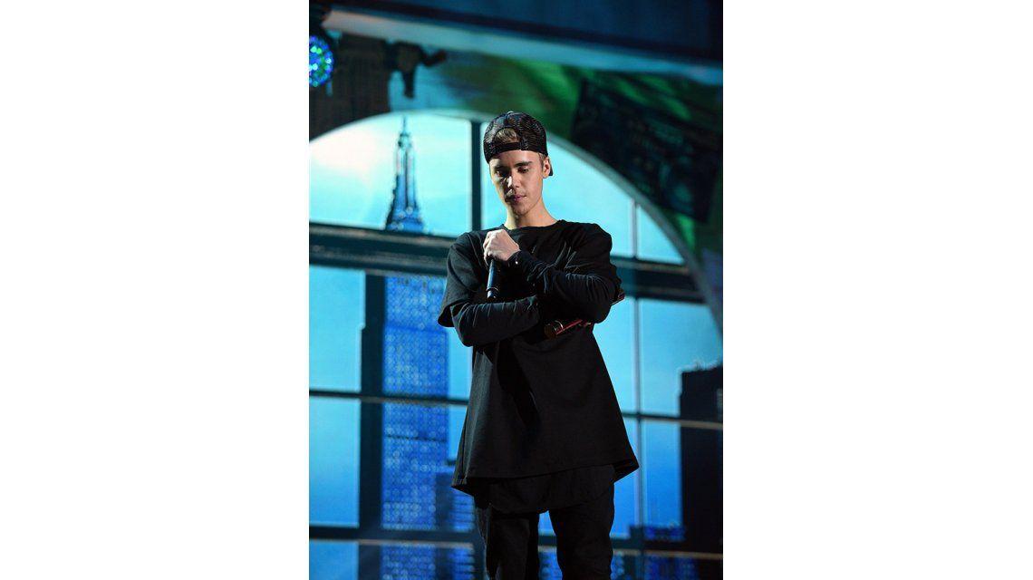 Justin Bieber perdió a un amigo en los atentados en París  Él fue parte de a400b069f6d