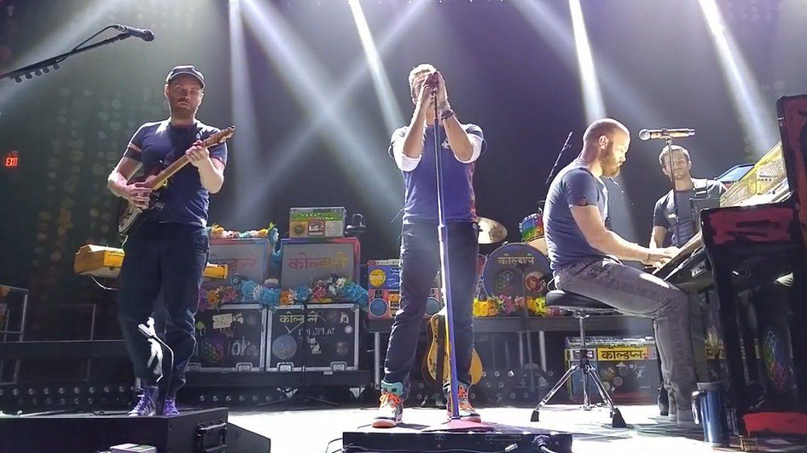 Coldplay homenajeó a las víctimas de París con Imagine: mirá el video