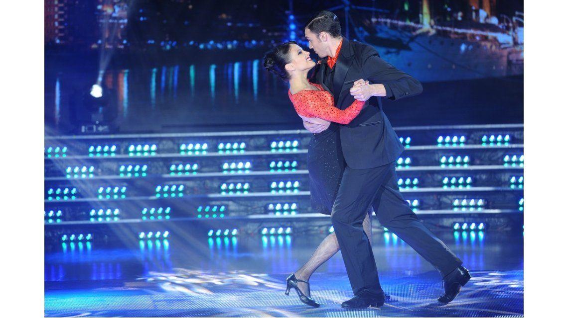 Barbie Vélez, a puro carisma y picardía en el tango: alto puntaje y elogios