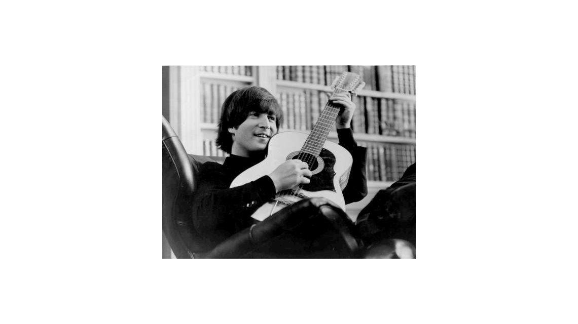 Subastaron una guitarra de John Lennon a 2.400.000 dólares