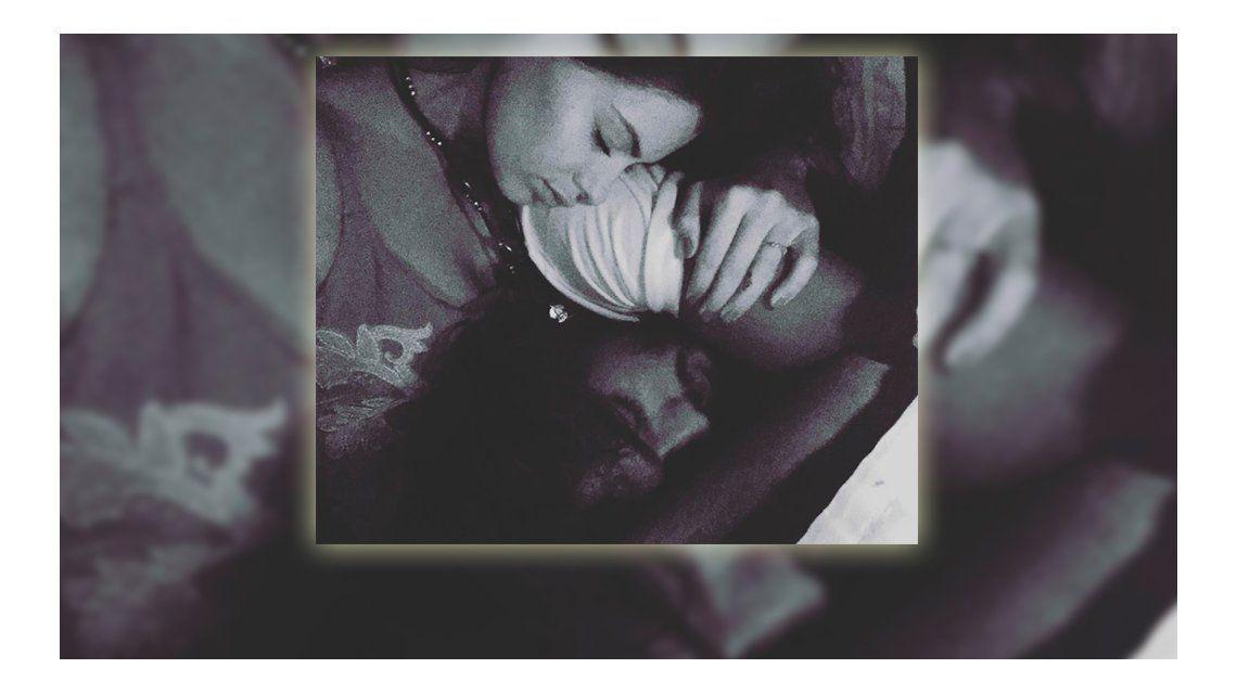 La foto de la China Suárez en la cama con su novio Marlon Teixeira: Eu tenho saudade de voce (te extraño)
