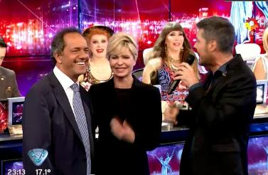Daniel Scioli, en ShowMatch junto a Karina Rabolini