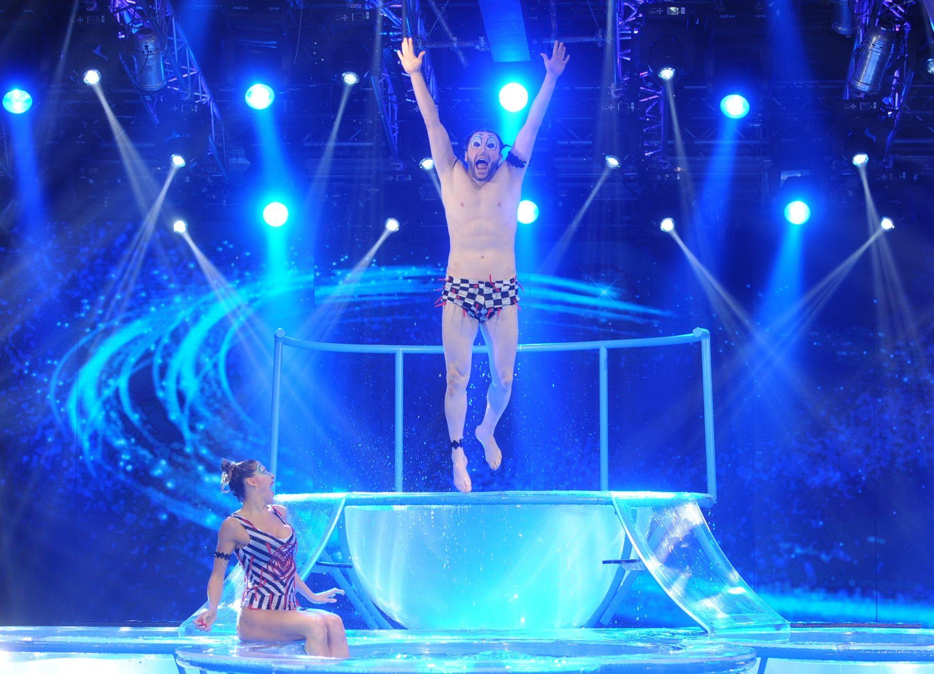 Ergun Demir se la jugó en el Aquadance pero sumó puntos por su acting al estilo clown