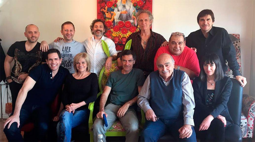 Las primeras fotos del elenco de Casa Valentina