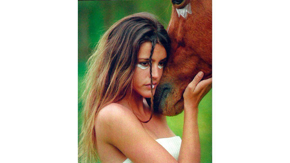 Producción salvaje y polémica de Calu Rivero, junto a un caballo maquillado