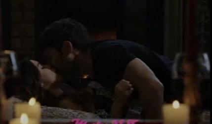 ¿Llega el sexo a Esperanza Mía? Pasional escena de Lali Espósito y Mariano Martínez en una cabaña