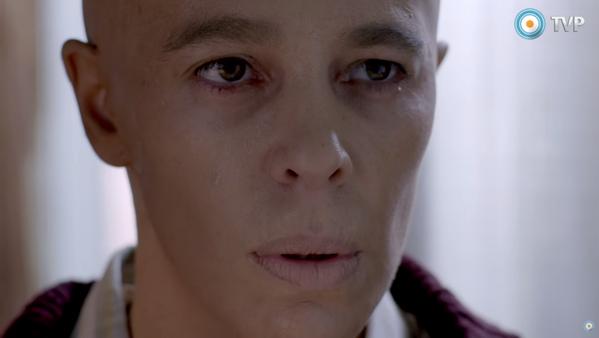 El impactante look de Valentina Bassi para la ficción Cromo: aparece totalmente pelada