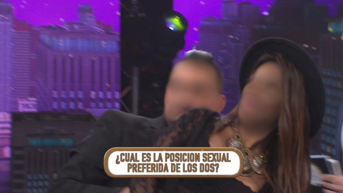 La pareja de famosos que reveló su pose sexual preferida y la representó en televisión