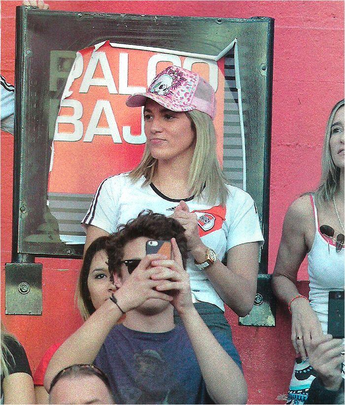 ¿Rocío Oliva volvió para ver el Superclásico? Las fotos de la novia de Diego Maradona en la cancha de River