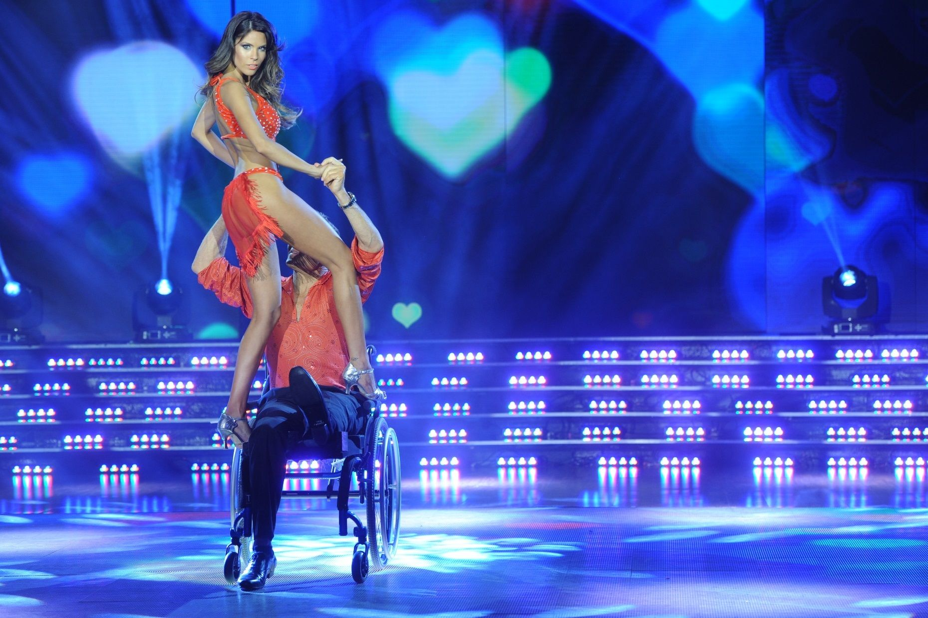 La coreografía más sensual de Barby Franco: lomazo al descubierto  ¡y movimientos arriba de la silla de ruedas!