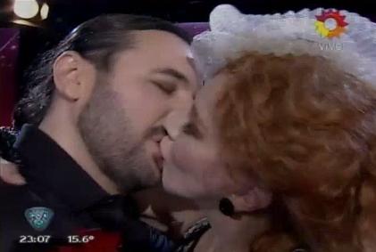 Ergun Demir presentó a esbeltas amigas, histeriqueó con Nacha Guevara ¡y terminaron a los besos!