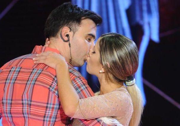 Laurita Fernández y Federico Hoppe, enamorados: ¡pasional beso en vivo!