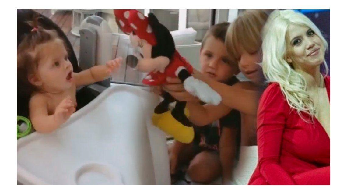 Wanda Nara: foto amamantando a su beba y divertida escena familiar entre hermanos
