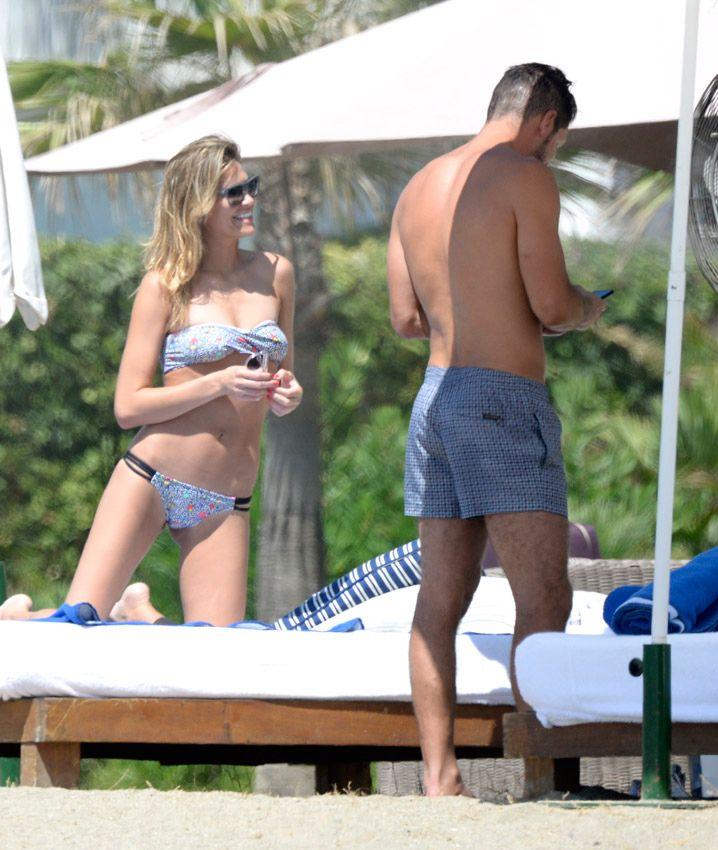 El físico privilegiado del Cholo Simeone a los 45, junto a su bella novia Carla Pereyra en Marbella