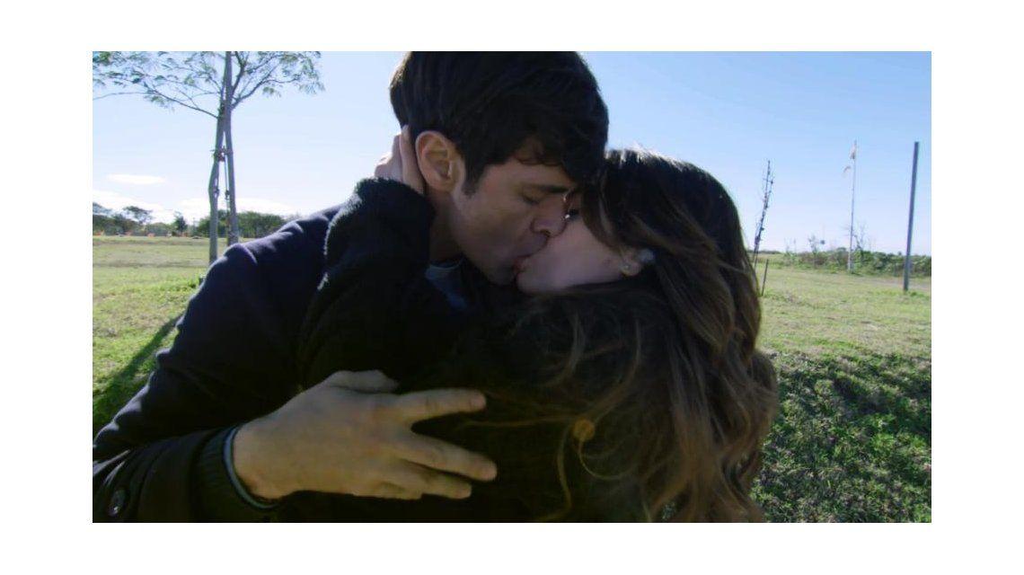 Esperanza mía: así fue el apasionado beso entre Mariano Martínez y Lali Espósito