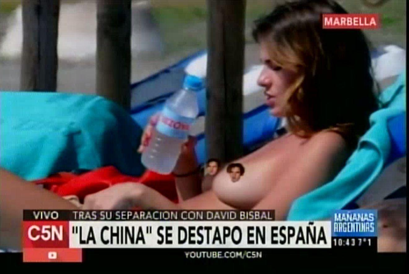 La China Suárez hizo un topless y todos debaten sobre el tamaño de sus pechos