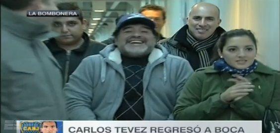 En medio del escándalo con Claudia Villafañe, Diego Maradona fue a la cancha con Jana
