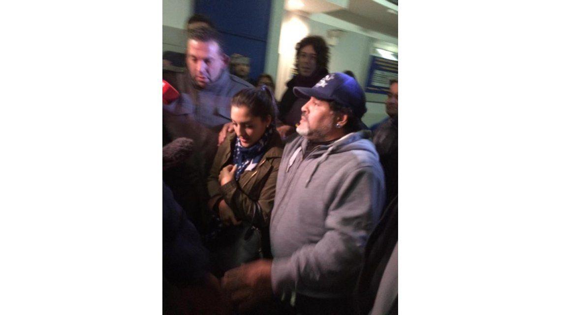 Carlitos Tevez lo logró: acompañado por Jana, Diego Maradona volvió a La Bombonera para recibirlo
