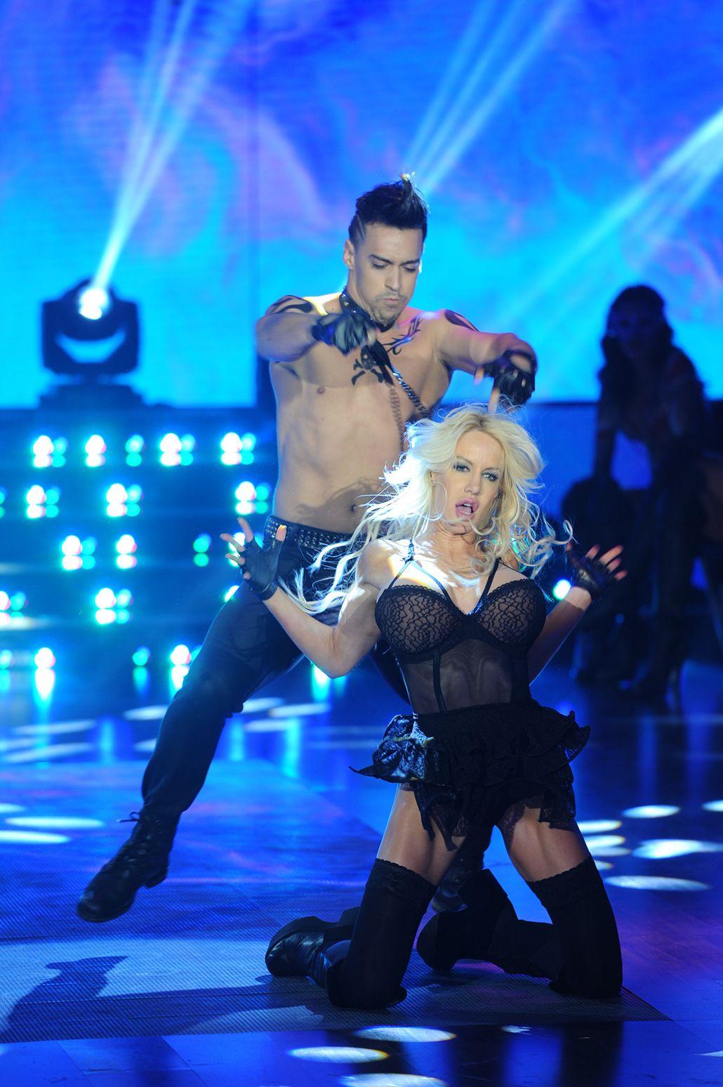 ¡Arde la pista de Showmatch! Mirá el reggaeton sadomasoquista de Luciana Salazar