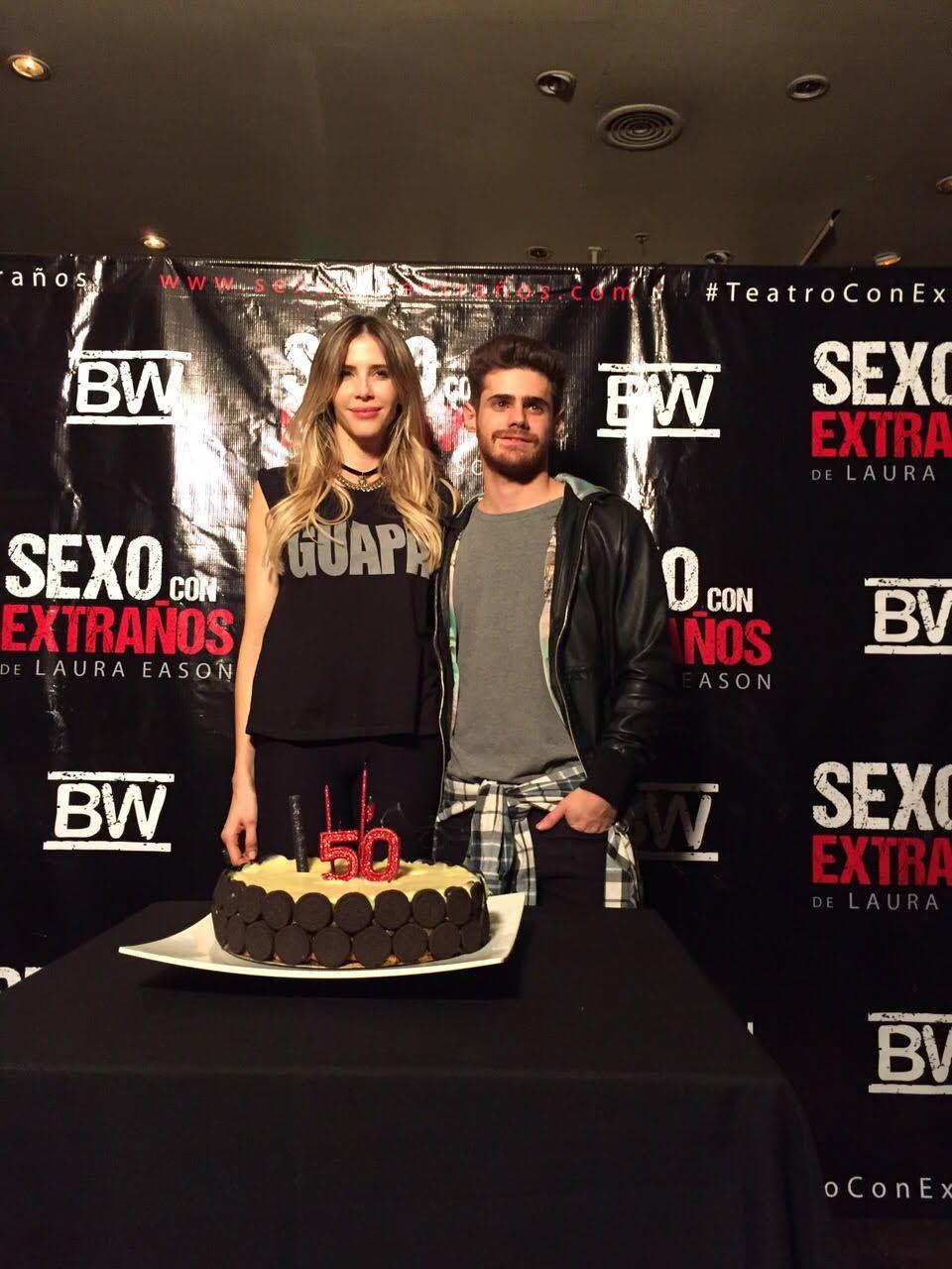 Guillermina Valdes y Gastón Soffritti festejaron las 50 funciones de Sexo con extraños
