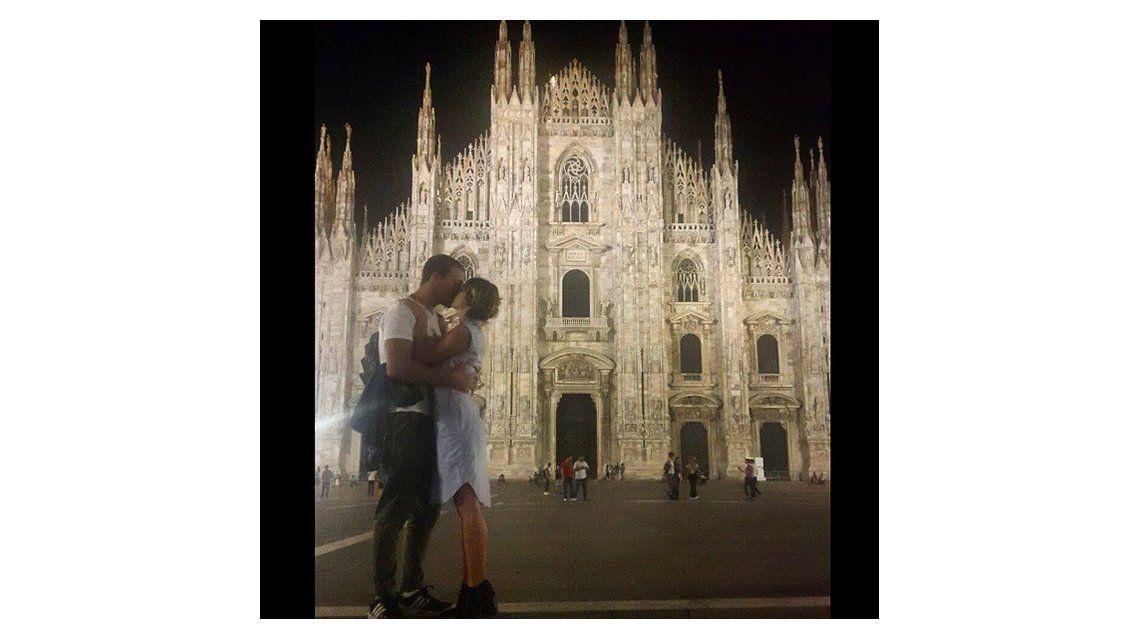 La romántica foto de Gimena Accardi y Nicolás Vázquez en Milán