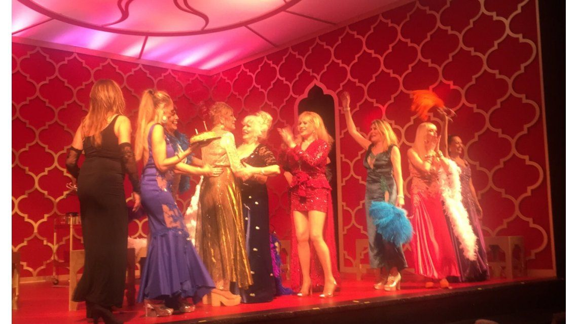 El emotivo cumpleaños de la Tana Noemí Alan en el escenario después de tantos años sin trabajo