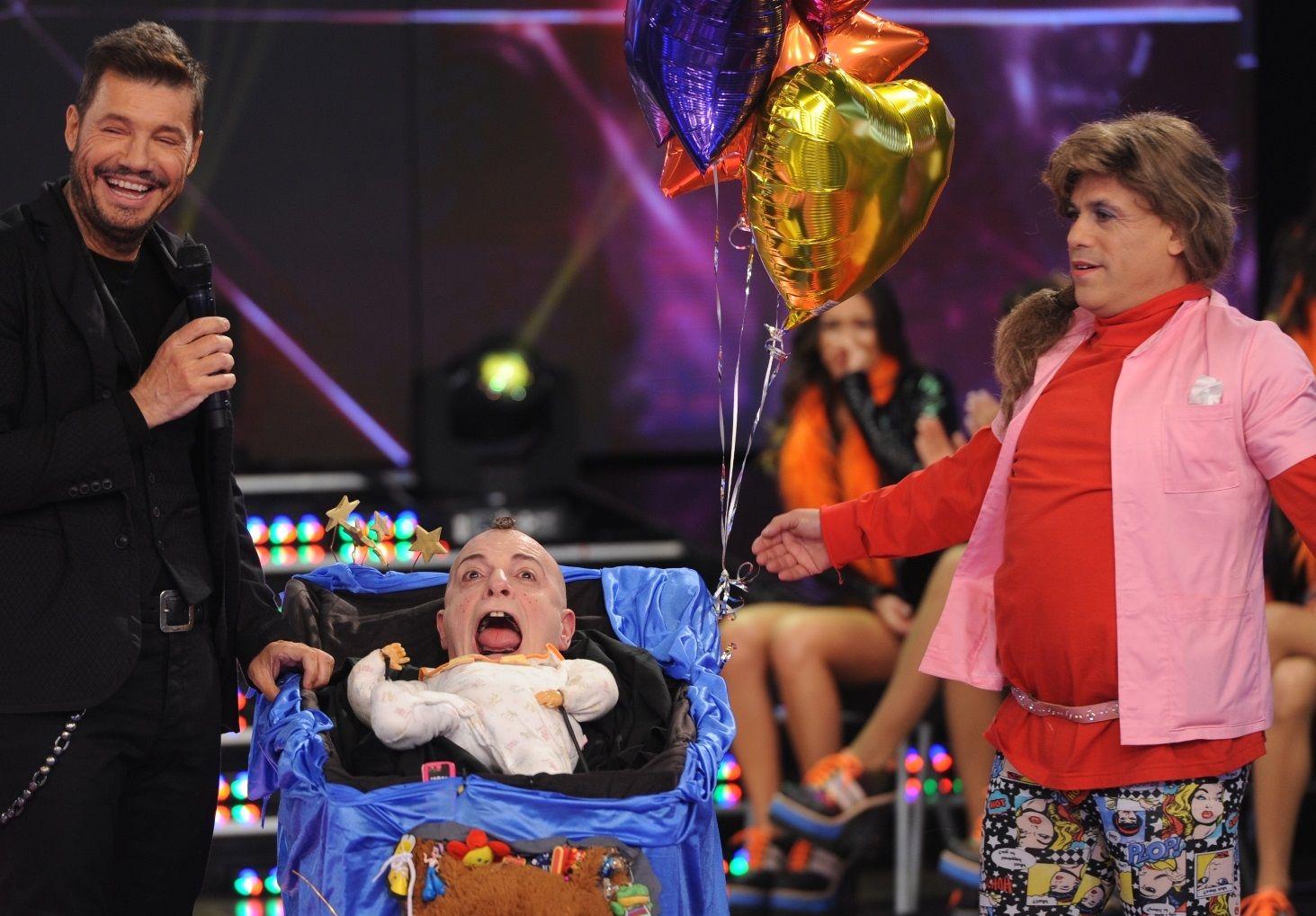 Desopilante actuación de Campi como el bebé del Chato Prada y  Lourdes Sánchez