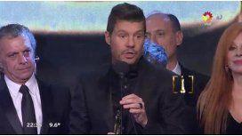 Tinelli agradeció su premio a lo Mirtha; beso apasionado con Valdes