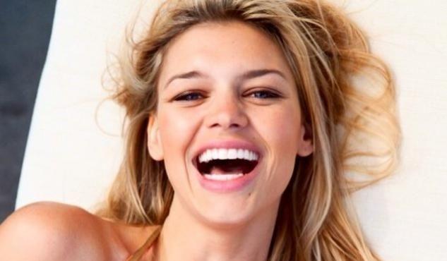 Kelly Rohrbach, la sensual nueva novia de Leonardo Di Caprio