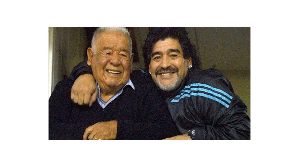 Diego Maradona viaja de urgencia a la Argentina por la salud de su padre