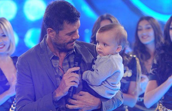 Lorenzo Tinelli, en ShowMatch: juegos de Marcelo con el bebé y gran beso a Guillermina Valdés