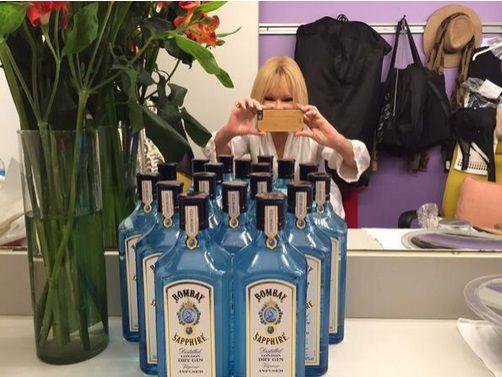 Soledad Silveyra se ríe de sí misma: llamativa foto de su camarín con (muchas) botellas de gin