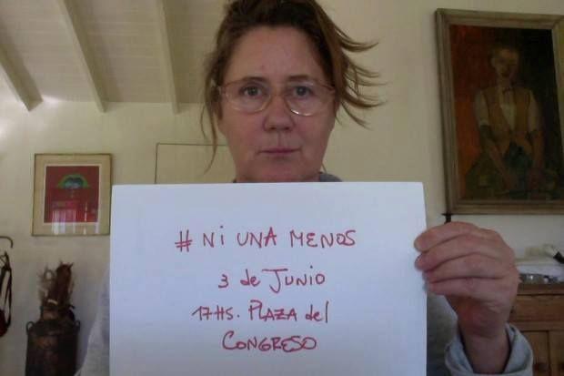Lucía Celasco y otras famosas se sumaron a la campaña Ni una menos