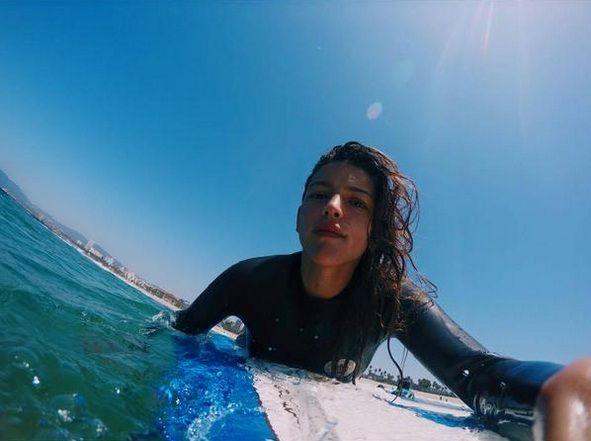 Las olas y el viento: el video de Calu Rivero practicando surf