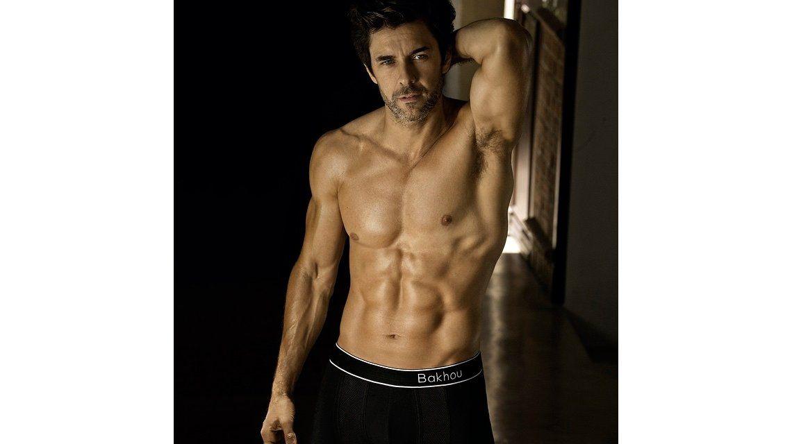 Mariano Martínez, más hot que nunca: dejó los hábitos y mostró todo
