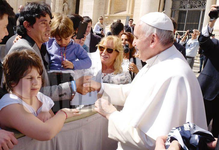 Sebastián Estevanez y su mujer contaron cómo fue el encuentro y el milagro del Papa Francisco a su hijo