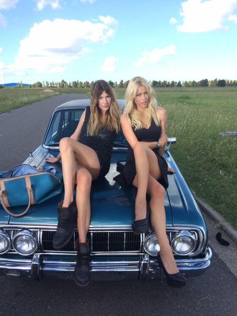 La atrevida producción de fotos de Nicole Neumann y Chloe Bello