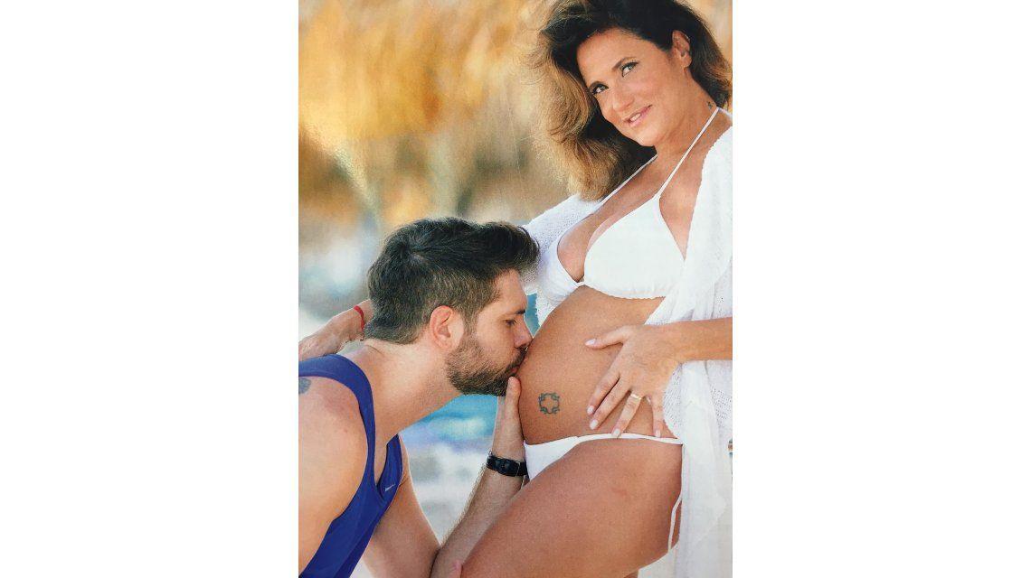 María Fernanda Callejón, mamá a los 48: desnuda junto a su pareja en Aruba, llena de emoción